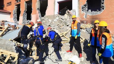 Yıkım Kararı Verilen Okulda Deprem Tatbikatı