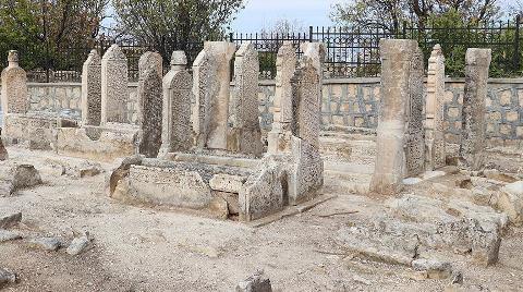 250 Yıllık Mezarlıkta Restorasyon Çalışması