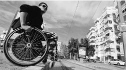 """""""Engelliler Kent Yaşamına Dahil Olamıyor"""""""