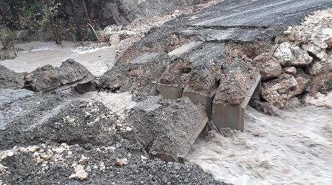 Şiddetli Yağış Nedeniyle Menfez Köprü Çöktü