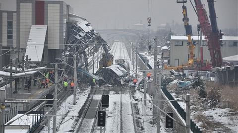 Kaza Yapan Hızlı Trenin Enkazı Kaldırılıyor