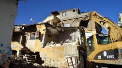 Akdeniz'de Metruk Binalar Yıkılıyor