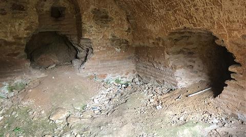2 Bin 500 Yıllık Yer Altı Mezarını Delik Deşik Ettiler