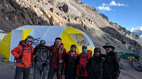 Arçelik Aconcagua Dağı'na Tırmanıyor