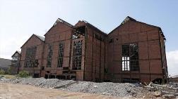 İzmir'deki Tarihi Elektrik Fabrikası Arazisiyle Birlikte Satılıyor