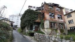 Rize'de Tinercilerin Uğrak Yeri Olan Bina Yıkıldı