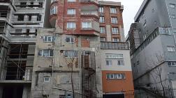 Bağcılar'da Üst Üste İki Bina