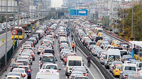 "İstanbul'un Ulaşım Sorununa ""Megabüs"" Projesi"