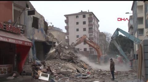 Kartal'da Riskli 8 Binadan 5'incisi de Yıkılıyor