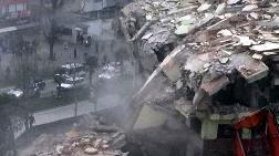 Yıkımı Yapılan Bina Çöktü