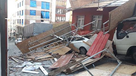 4 Katlı Binadaki İnşaat İskelesi Çöktü