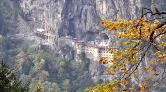 Sümela'da Tehlike Oluşturan 4 Bin Tonluk Kaya Temizlendi