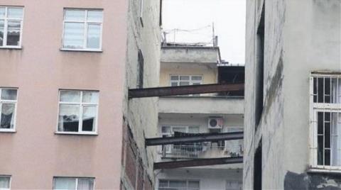 Rize'deki Riskli Binaya Demir Direk Önlemi