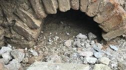 Kepçe ile Tarla Düzeltirken Tarihi Yapı Buldu