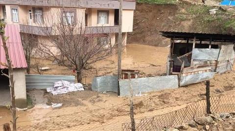 Uludere'de Heyelan: Evler Su ve Toprak Altında Kaldı