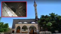 Tarihi Caminin Temelinde Define Aradılar