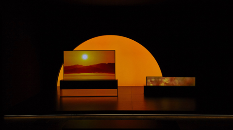 LG Kıvrılabilir OLED TV, Milano Tasarım Haftası'nda