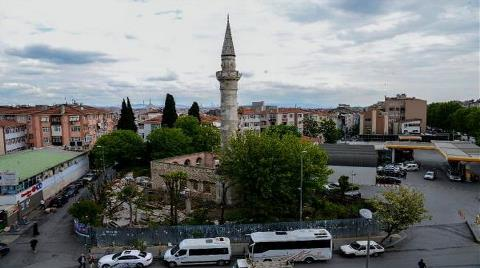 Defineciler 500 Yıllık Camide Kazılmadık Yer Bırakmadı