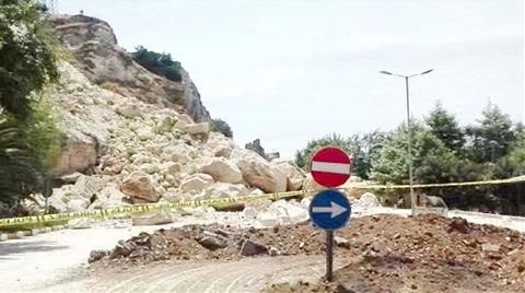 Birecik'te Heyelan Oluşan Bölgedeki Yol Kapatıldı