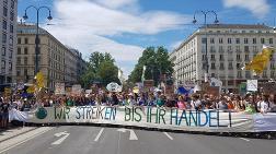 Viyana'da Öğrencilerden Dev İklim Yürüyüşü