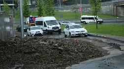 Sarıyer'de Toprak Kayması: Yol Trafiğe Kapatıldı