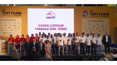 Türkiye'nin En İyi Çatı Ustaları Kupayı Aldı