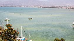 Fethiye'de Denizin Rengi Sarıya Döndü