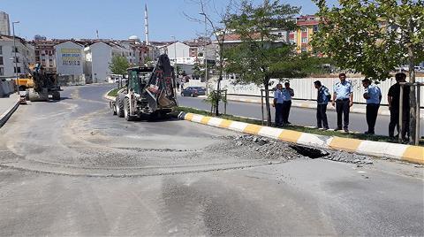 Esenyurt'ta Yol Çöktü, Cadde Trafiğe Kapatıldı