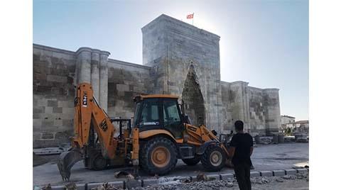 Sultanhanı Kervansarayı'na Tepki Çeken Restorasyon
