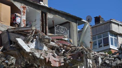 Yan Bina Yıkılınca Duvarsız Yaşadıkları Ortaya Çıktı
