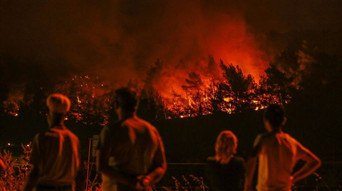 İzmir'deki Orman Yangını İki İlçeye Daha Sıçradı