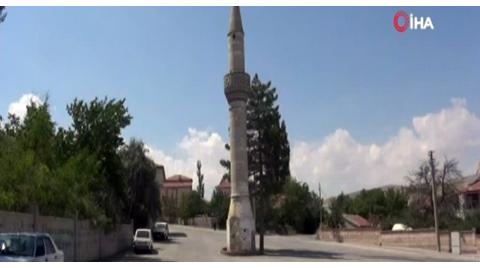 Aksaray'da Yol Ortasında Camisiz Minare
