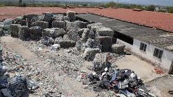 Kemalpaşa'da Bahçede Toplanan İthal Çöplere Tepki