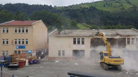 Trabzon'daki Riskli Okul Yıkıldı