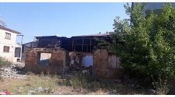 Bingöl'de Metruk Binalar Yıkıldı