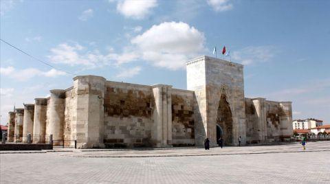 Sultanhanı Kervansarayı Açılış için Gün Sayıyor