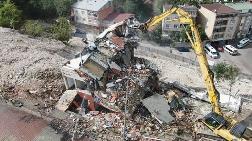Kağıthane'de Riskli Bina Ekipler Tarafından Yıkıldı