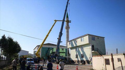 Depremde Hasar Gören Minarenin Yıkımına Başlandı