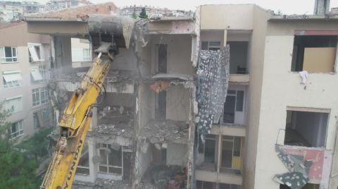 Büyükçekmece'de Riskli Binalar Yıkılıyor