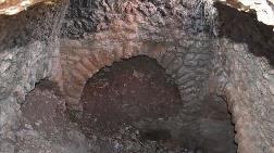 Tarlasını Süren Çiftçi Anıtsal İkiz Mezar Buldu