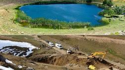 Yasal İzinle Gölü Boşaltıp Define Aradılar
