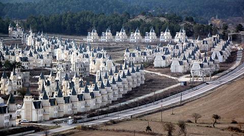 Mudurnu'da Şatoyu Andıran Villalar 2021'de Bitecek