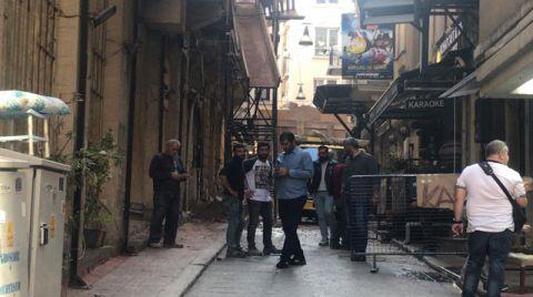 Beyoğlu'nda Yıkımına Başlanan Binanın Duvarı Çöktü