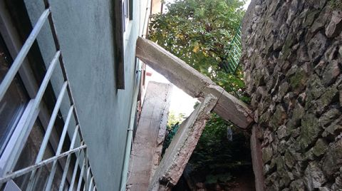 Üzerine İstinat Duvarı Çöken Binada Yaşıyorlar