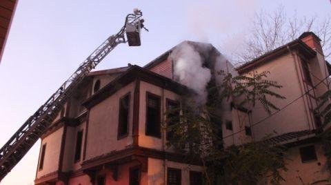 İzmit'te Tarihi Ahşap Binada Yangın Çıktı