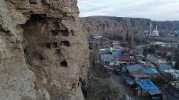 Tödürge Kaya Mağaraları Turizme Kazandırılmayı Bekliyor