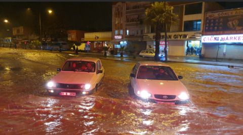 Adana'da Cami Hoparlörlerinden Sağanak Uyarısı Yapıldı
