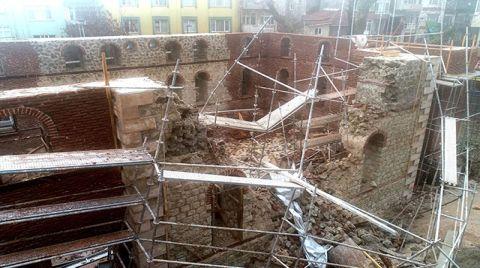 Cami İnşaatında Duvar Çöktü