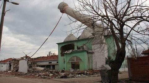Manisa'da Ağır Hasarlı Binalar Yıkılıyor