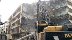 Bakırköy'de 52 Yıllık Binanın Yıkımına Başlandı